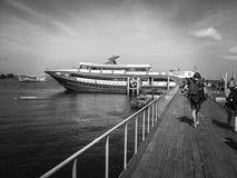 Βάρκα αποβαθρών τουρισμού ταξιδιού Koh του νησιού Ταϊλάνδη Tao Στοκ φωτογραφία με δικαίωμα ελεύθερης χρήσης