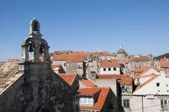 Βάρκα από την περιτοιχισμένη πόλη Dubrovnic στην Κροατία Ευρώπη Το Dubrovnik παρονομάζεται το μαργαριτάρι ` της Αδριατικής Στοκ φωτογραφία με δικαίωμα ελεύθερης χρήσης