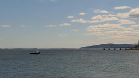 Βάρκα αστακών στην πρόσδεση στον κόλπο Μαίην Penobscot φιλμ μικρού μήκους