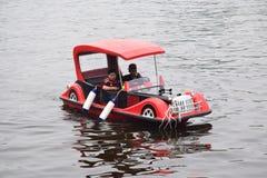 βάρκα αυτοκινήτων αναψυχής Στοκ φωτογραφία με δικαίωμα ελεύθερης χρήσης