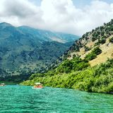 Βάρκα βουνών λιμνών διακοπών της Κρήτης Στοκ Εικόνες