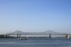 Βάρκα γεφυρών και ρυμουλκών Στοκ Εικόνες