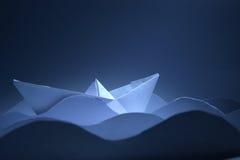 Βάρκα εγγράφου στα κύματα Στοκ φωτογραφίες με δικαίωμα ελεύθερης χρήσης