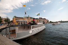 Βάρκα εξόρμησης στην αποβάθρα, Στοκχόλμη, Σουηδία Στοκ Εικόνες