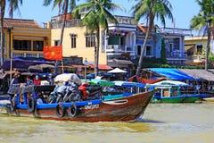 Βάρκα επιβατών σε Hoi μια αρχαία πόλη, παγκόσμια κληρονομιά της ΟΥΝΕΣΚΟ του Βιετνάμ Στοκ φωτογραφία με δικαίωμα ελεύθερης χρήσης