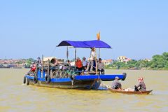 Βάρκα επιβατών σε Hoi, παγκόσμια κληρονομιά της ΟΥΝΕΣΚΟ του Βιετνάμ Στοκ φωτογραφία με δικαίωμα ελεύθερης χρήσης