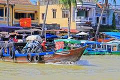 Βάρκα επιβατών σε Hoi, παγκόσμια κληρονομιά της ΟΥΝΕΣΚΟ του Βιετνάμ Στοκ Εικόνα