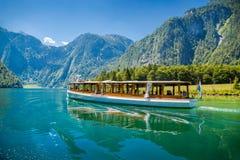Βάρκα επιβατών στο Koenigssee κοντά σε Berchtesgaden, Βαυαρία, Γερμανία Στοκ εικόνες με δικαίωμα ελεύθερης χρήσης