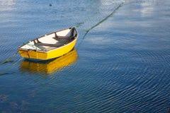 βάρκα κίτρινη Στοκ εικόνες με δικαίωμα ελεύθερης χρήσης