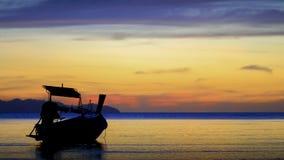 Βάρκα και ηλιοβασίλεμα Στοκ φωτογραφίες με δικαίωμα ελεύθερης χρήσης