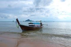 Βάρκα και θάλασσα στο AO Nang Στοκ φωτογραφίες με δικαίωμα ελεύθερης χρήσης