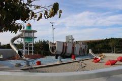 Βάρκα και φάρος για την αναρρίχηση στοκ εικόνες