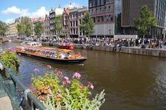 Βάρκα καναλιών και μουσείο Άννας Φρανκ στο Άμστερνταμ, Ολλανδία Στοκ φωτογραφία με δικαίωμα ελεύθερης χρήσης