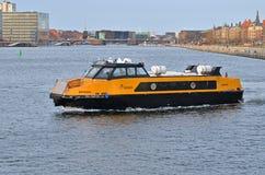 Βάρκα 2 κατόχων διαρκούς εισιτήριου της Κοπεγχάγης στοκ φωτογραφία
