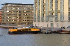 Βάρκα κατόχων διαρκούς εισιτήριου της Κοπεγχάγης στοκ εικόνες