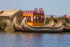 Βάρκα καλάμων στη λίμνη Titicaca, Περού Στοκ Εικόνες