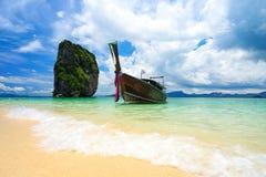 Βάρκα μακρύς-ουρών στο νησί poda, Krabi, Ταϊλάνδη Στοκ φωτογραφία με δικαίωμα ελεύθερης χρήσης