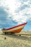 Βάρκα με την ελαφριά κατακόρυφο ήλιων Στοκ εικόνα με δικαίωμα ελεύθερης χρήσης