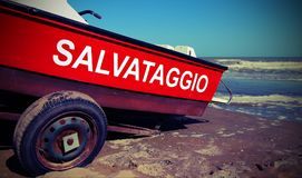 Βάρκα με το κείμενο που σημαίνει τη διάσωση στα ιταλικά γλώσσα με παλαιό VI Στοκ εικόνες με δικαίωμα ελεύθερης χρήσης