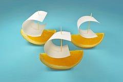 Βάρκα με το πανί του πορτοκαλιού Στοκ Φωτογραφίες