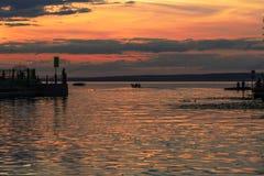 Βάρκα μηχανών στο ηλιοβασίλεμα Στοκ Φωτογραφίες
