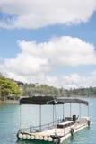 Βάρκα πέρα από το νερό Στοκ φωτογραφία με δικαίωμα ελεύθερης χρήσης