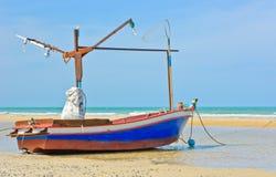 βάρκα παραλιών που αλιεύει Ταϊλανδό Στοκ Φωτογραφίες