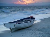 βάρκα παραλιών στοκ εικόνες με δικαίωμα ελεύθερης χρήσης