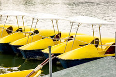 Βάρκα πενταλιών κίτρινη Στοκ εικόνα με δικαίωμα ελεύθερης χρήσης