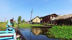 Βάρκα πνεύματος ταξιδιού λιμνών Inle στο Μιανμάρ φιλμ μικρού μήκους