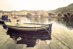 Βάρκα που δένεται στον ποταμό Temo Στοκ Εικόνες