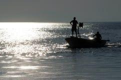 βάρκα που πλέει έξω Στοκ Εικόνα