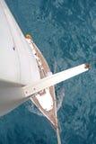 βάρκα που πλέει την κορυφ& Στοκ Εικόνες