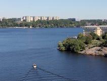 Βάρκα που πλέει στη Στοκχόλμη Στοκ εικόνα με δικαίωμα ελεύθερης χρήσης