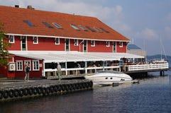 Βάρκα πολυτέλειας στο φιορδ Kristiansand, Νορβηγία Στοκ Φωτογραφίες