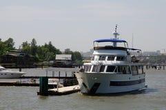 Βάρκα πολυτέλειας Στοκ εικόνες με δικαίωμα ελεύθερης χρήσης