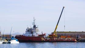 Βάρκα πλατφορμών άντλησης πετρελαίου Στοκ Φωτογραφίες