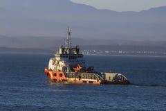 Βάρκα πλατφορμών άντλησης πετρελαίου Στοκ Φωτογραφία
