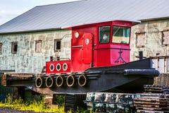 Βάρκα ρυμουλκών ξηρών αποβαθρών στοκ φωτογραφία