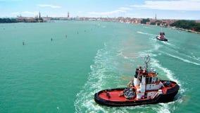 Βάρκα ρυμουλκών της Βενετίας Στοκ εικόνα με δικαίωμα ελεύθερης χρήσης
