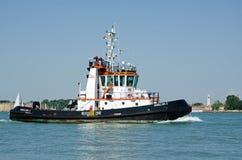 Βάρκα ρυμουλκών, Βενετία Στοκ εικόνες με δικαίωμα ελεύθερης χρήσης