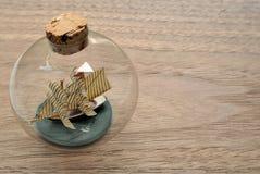 Βάρκα σε ένα μπουκάλι γυαλιού Στοκ Φωτογραφίες