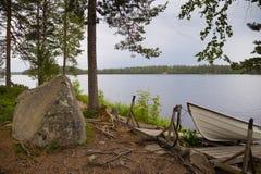 Βάρκα σε μια λίμνη Στοκ φωτογραφία με δικαίωμα ελεύθερης χρήσης