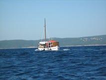 Βάρκα σε μια θάλασσα Στοκ φωτογραφίες με δικαίωμα ελεύθερης χρήσης