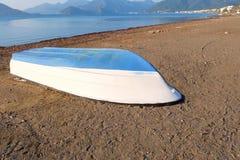 Βάρκα σε μια παραλία Marmaris Στοκ εικόνα με δικαίωμα ελεύθερης χρήσης