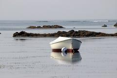 Βάρκα σε μια πρόσδεση στοκ εικόνα