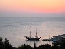 Βάρκα σε Rhodos Στοκ φωτογραφία με δικαίωμα ελεύθερης χρήσης