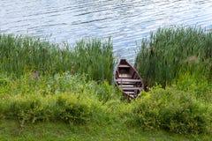 Βάρκα στην ακτή ποταμών Στοκ Φωτογραφία