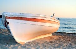 Βάρκα στην ακτή Στοκ Εικόνες