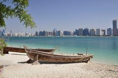 Βάρκα στην αμμώδη ακτή. Στοκ Εικόνα